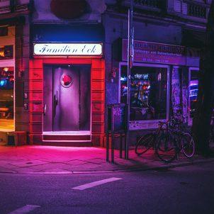 Hamburg nachts fotografiert von Mark Broyer