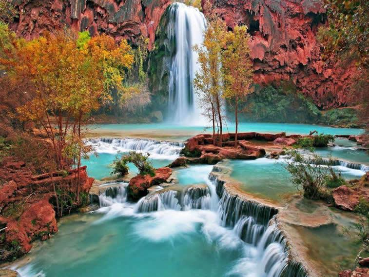 Wasserfall und Höhle